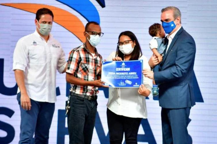 """Abinader inicia plan """"Mi Vivienda"""" con inversión de RD$15,800 MM"""