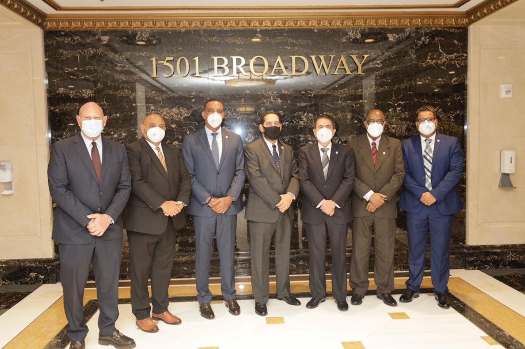 Los senadores dominicanos en visita al Consulado Dominicano en New York, que dirige Eligio Jáquez.